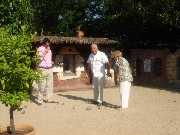 A rousing game of Pétanque